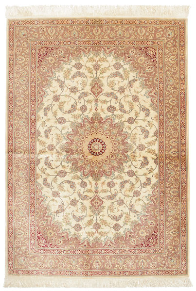 Ghom Silke Signerad: Mahaloj Matta 135X200 Äkta Orientalisk Handknuten Ljusbrun/Beige (Silke, Persien/Iran)