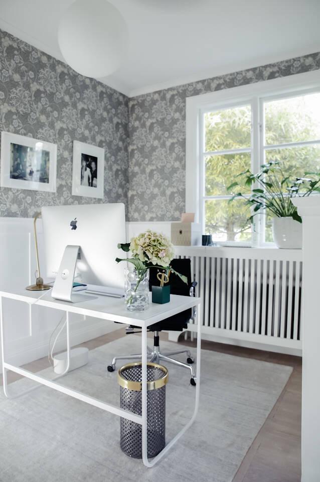 Alfombra bambú de seda handloom blanca  en pasillo.