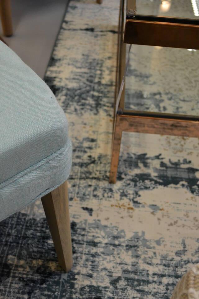Biały,  dywan a-w aqua home jasny 500000 w kącik do czytania.
