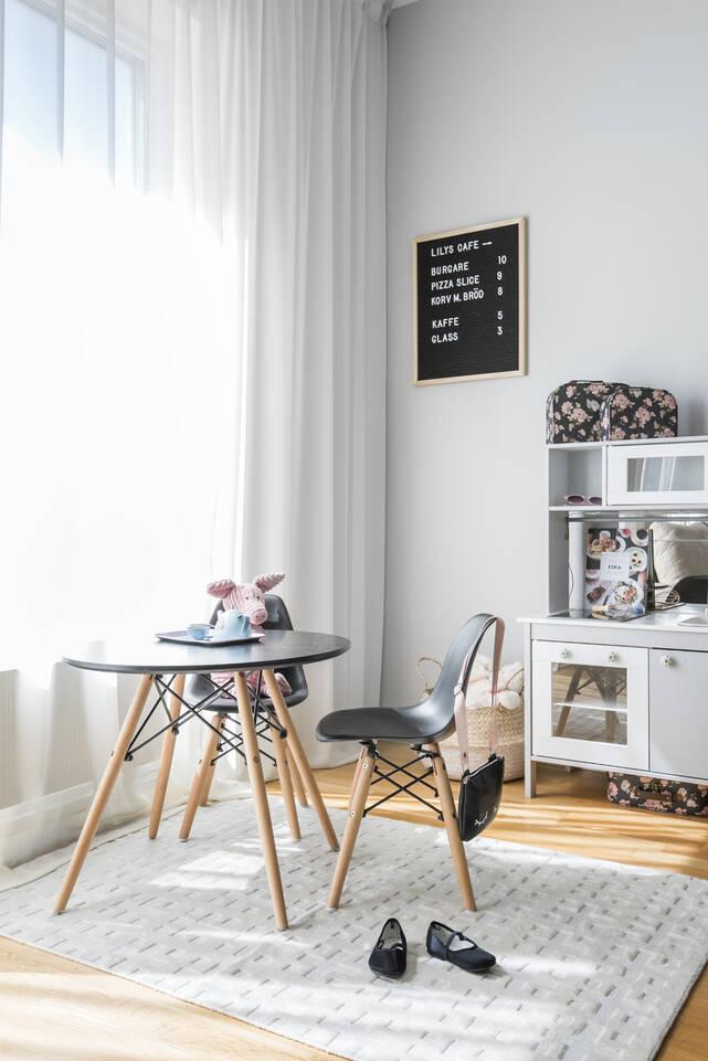 White  bamboo silk handloom -  Carpet in a living room.