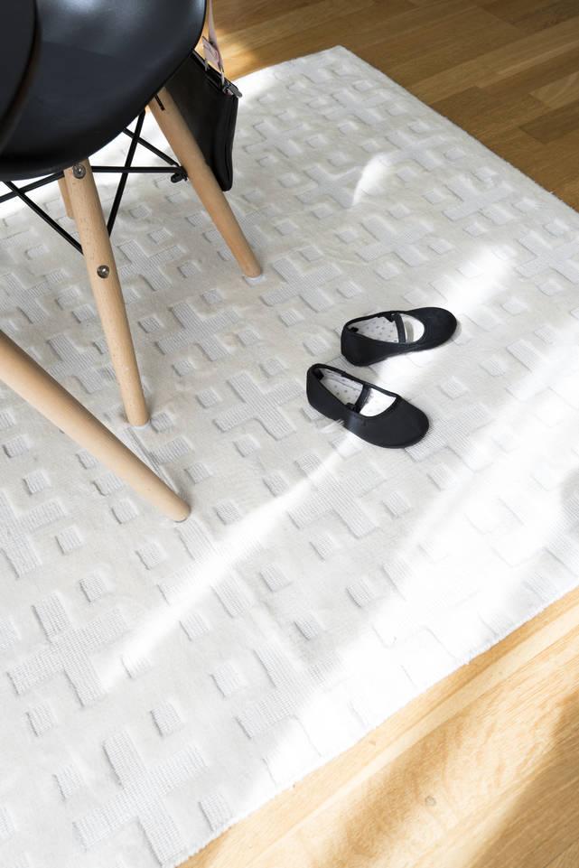 Tapis bambou soie handloom , blanc dans un salon