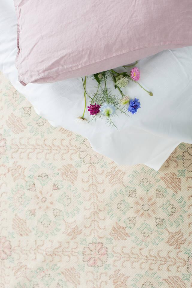 Vit colored vintage - turkiet - Matta i sovrum.
