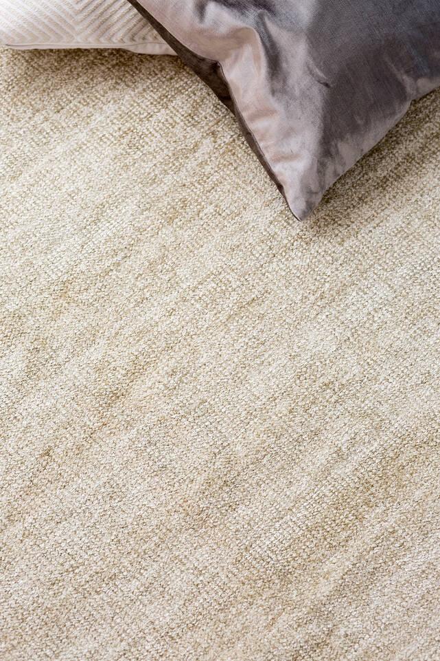 Biały,  dywan kilim szenil w sypialnia.