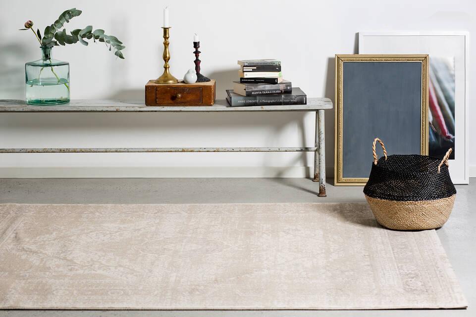 White  a-w aqua home light 500000 -  Carpet in a living room.