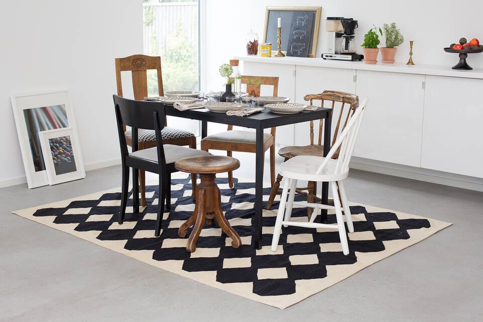 Musta / harmaa  kelim moderni - matto ruokasali.
