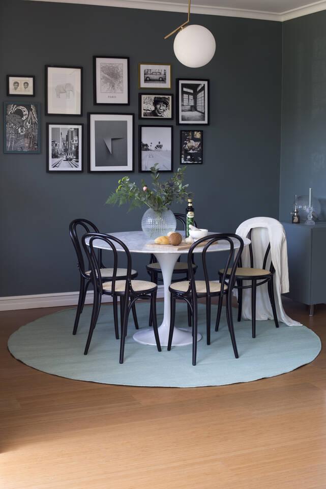 Musta / harmaa pyöreä röllakan / dorri - matto ruokasali.