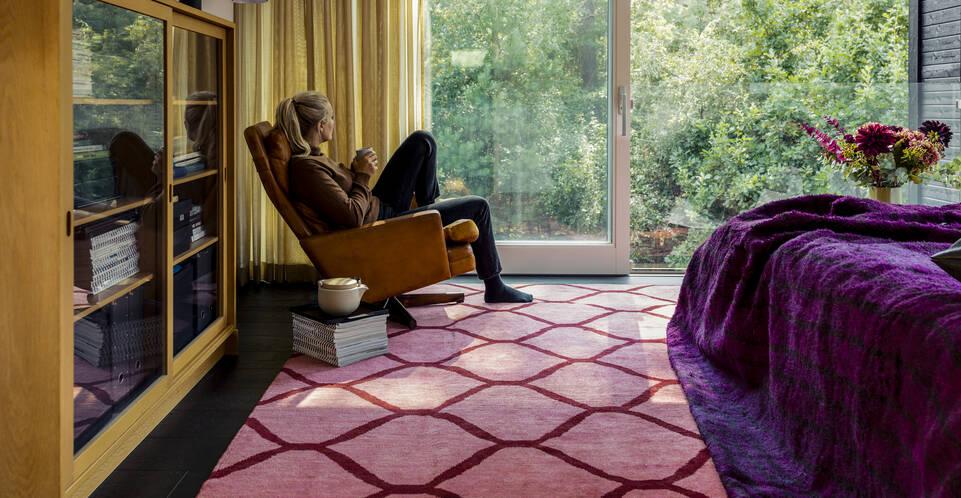 Czerwony,  dywan loribaft (persja) w sypialnia.