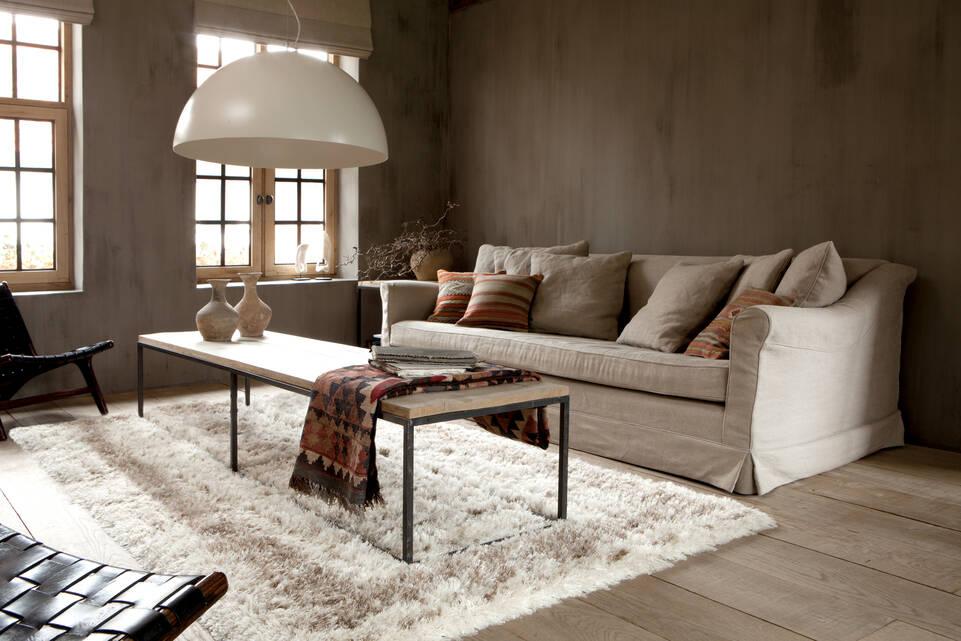Tapis berber / shaggy , blanc dans un salon