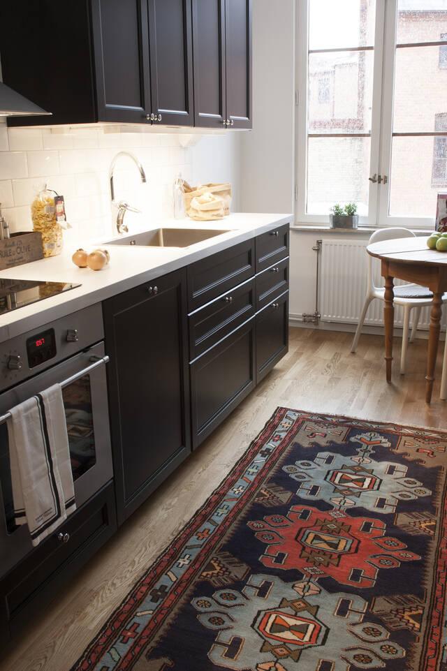 Black / grey  hamadan -  Carpet in a kitchen.