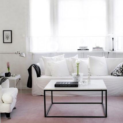 ljus matta vardagsrum
